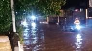 Jalan Raya Sawangan Depok Tergenang Usai Hujan Deras