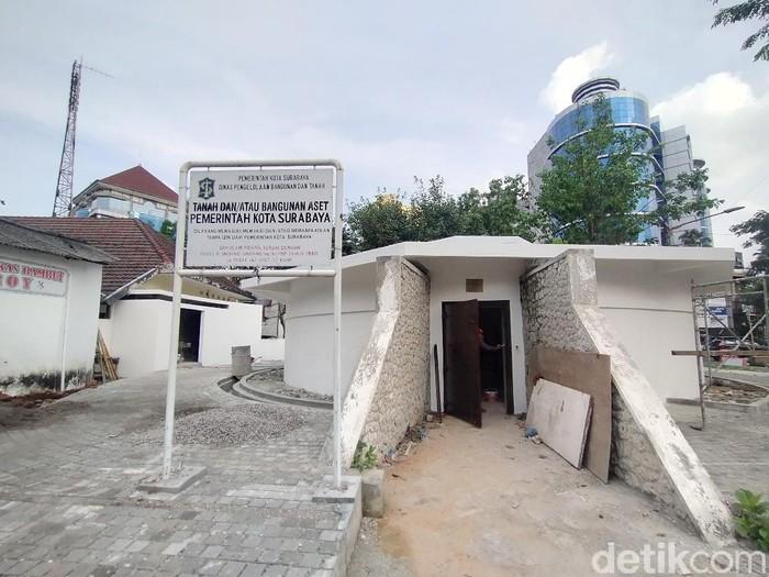 Pemkot Surabaya melakukan restorasi bungker Tegalsari. Bangunan itu akan dijadikan public space dan juga sentra PKL di sekitarnya.