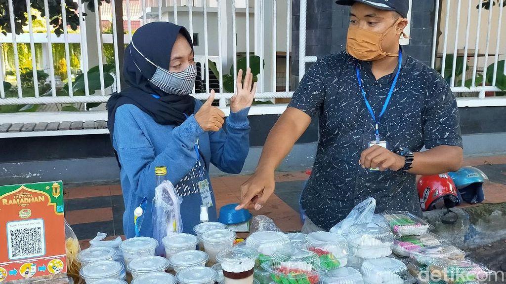 Penyandang Disabilitas Ikut Bursa Pasar Takjil Banyuwangi