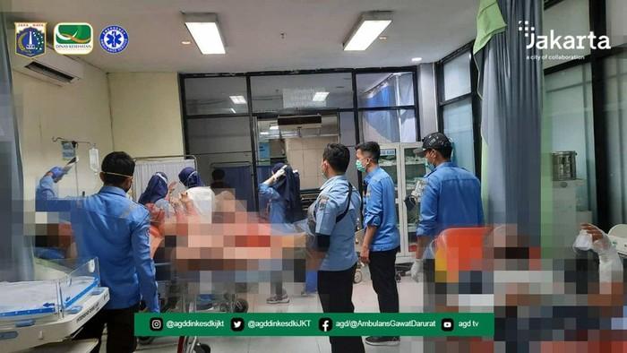 Evakuasi Korban Kapal Terbakar di Jakut