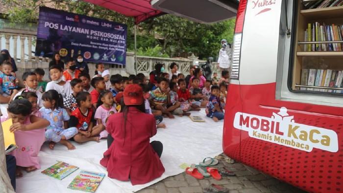 Gempa yang terjadi di Malang pada akhir pekan lalu masih menyisakan pilu. Bantuan terus mengalir sebagai bentuk kemanusiaan.