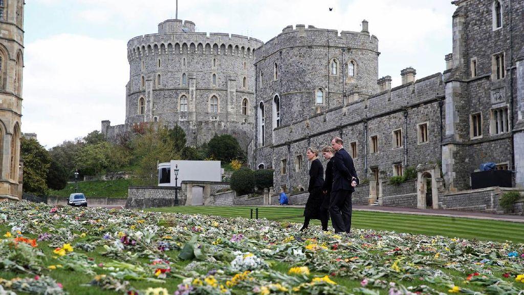 Kastil Windsor Banjir Karangan Bunga Jelang Pemakaman Pangeran Philip