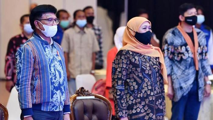 Menkominfo Johnny G Plate melakukan Grand Launching Kurikulum Literasi Digital dan Modul Literasi Digital di Grand City Surabaya, Jumat (16/4) kemarin. Acara itu juga dihadiri Gubernur Jatim Khofifah Indar Parawansa.