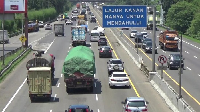 Mudik curi start di Tol Cikampek, 17 April 2021