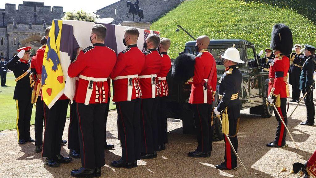 Pangeran Philip Dimakamkan di Royal Vault Usai 50 Menit Upacara Pemakaman