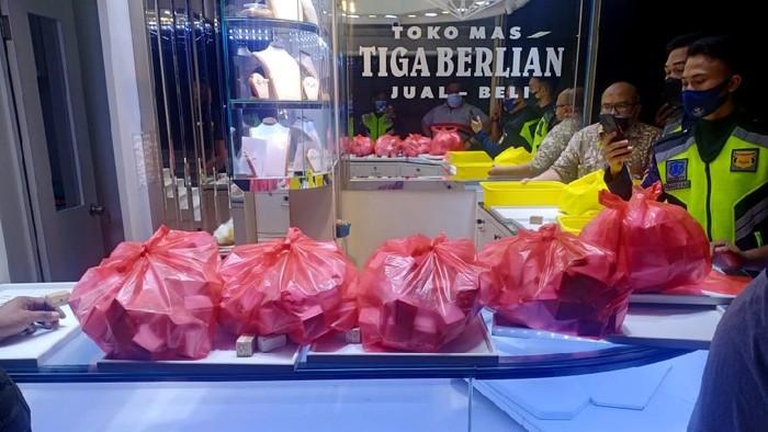 Pencurian toko emas di ITC BSD Tangsel kemali terjadi. Tak tanggung-tanggung, kerugian ditaksir mencapai sekitar Rp 85 M.