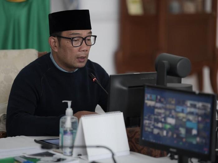 Gubernur Jawa Barat Ridwan Kamil meluncurkan aplikasi e-Perda.