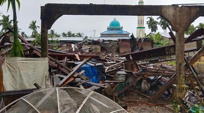 Sebanyak 20 bangunan di Kabupaten Inhil Riau rusak akibat bencana angin kencang (dok BNPB)