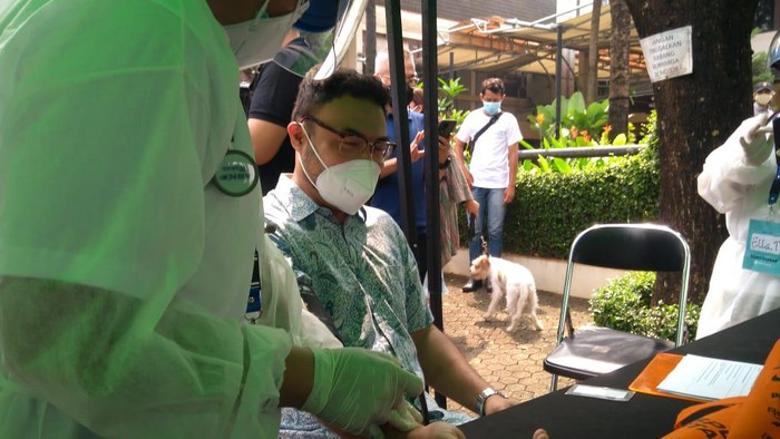 Sejumlah artis disuntik Vaksin Corona