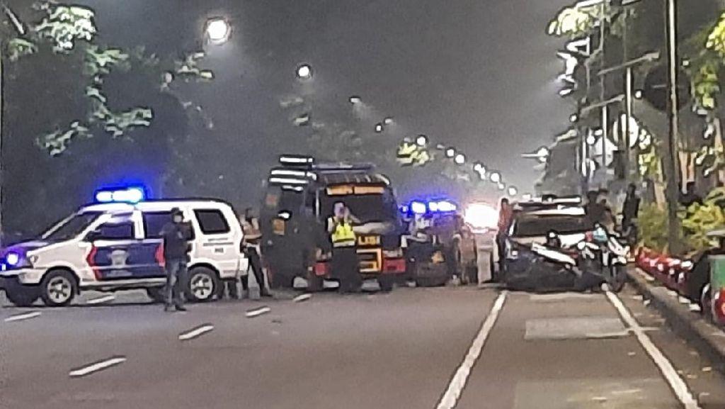 Geger Tas Mencurigakan Ditemukan di Jalan Depan Royal Plaza Surabaya