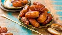 Hukum Buka Warung Makan Siang Hari Saat Ramadan hingga Tips Cuci Kurma