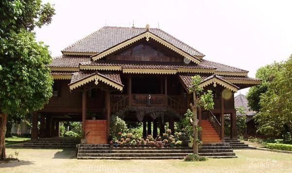 Rumah adat Jajar Intan