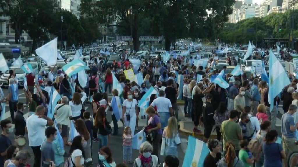 Corona di Argentina Ngegas, Warga Demo Tolak Lockdown