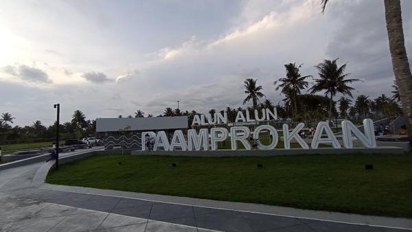 Pangandaran memiliki sejumlah tempat yang sip untuk ngabuburit. Salah satunya di Alun-alun Paamprokan. (Faizal Amiruddin/detikcom)