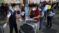 1.867 Orang Masuk RI Positif Corona Bawa Surat Negatif, WNA Terbanyak dari India