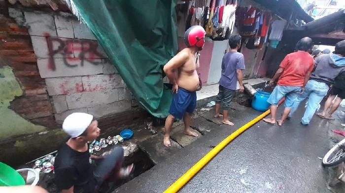 Kondisi kebakaran di Keagungan, Tamansari, Jakarta Barat, Minggu (18/4).