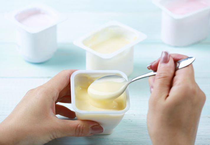 konsumsi yogurt saat sahur dianjurkan agar kesehatan pencernaan tetap terjaga.