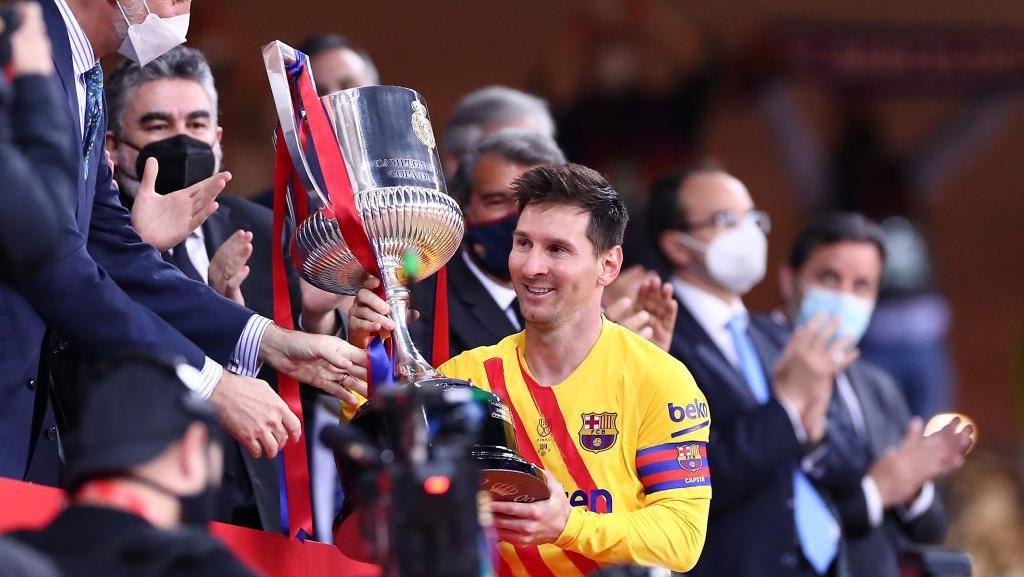 Pique: Messi Makin Bahagia di Barcelona