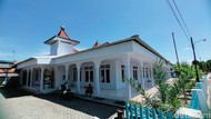 Sejarah Masjid Darussalam dan Kisah Pembantu Sunan Gunung Jati