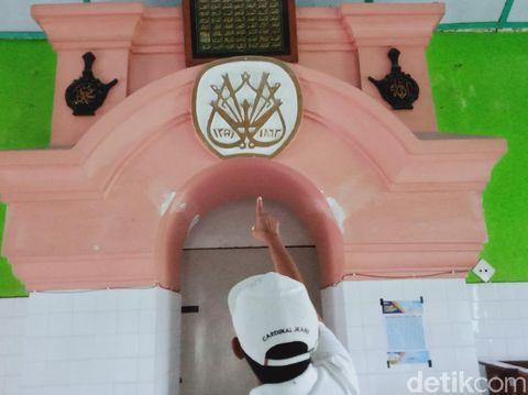 Masjid Muslimin Giri Purno hadiah PB X pada tabib kerajaan, Minggu (18/4/2021).