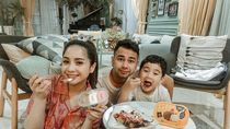 Momen Manis Raffi Ahmad dan Nagita Slavina Saat Makan Bareng Rafathar