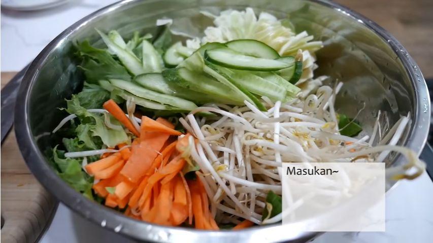 Orang Korea Bikin Asinan Sayur dan Ketagihan Rasa Enaknya.