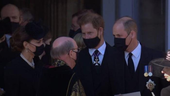 Pangeran William dan Pangeran Harry usai pemakaman Pangeran Philip