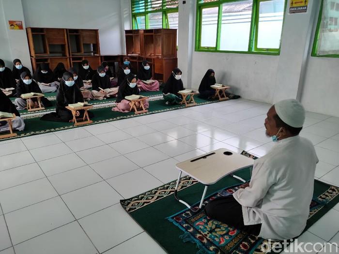 Sandiman Nur Hadi Widodo, mantan perampok yang hijrah dan mendirikan Pondok Pesantren (Ponpes) Al-Ghifari, Kulon Progo, Minggu (18/4/2021).