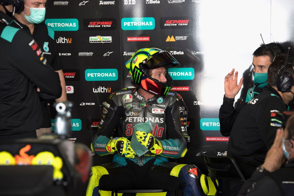 PORTIMAO, PORTUGAL - APRIL 17: Valentino Rossi of Italy and Petronas Yamaha SRT  speaks in box with mechanics during the MotoGP of Portugal - Qualifying at Autodromo Internacional Do Algarve on April 17, 2021 in Portimao, Portugal. (Photo by Mirco Lazzari gp/Getty Images)