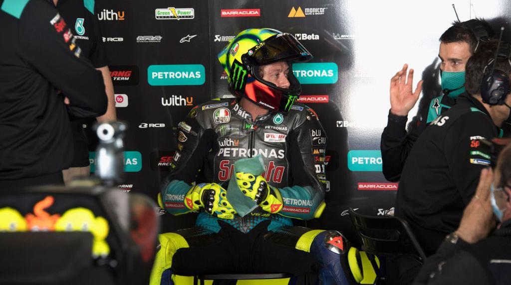 Valentino Rossi Jatuh di Portugal, Apa Podium ke-200 Masih Realistis?
