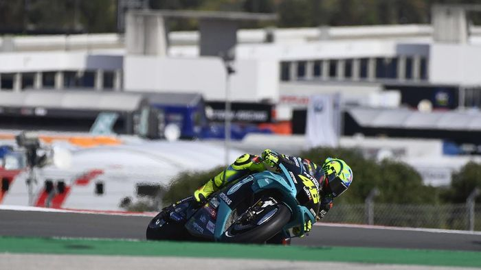PORTIMAO, PORTUGAL - APRIL 17: Valentino Rossi of Italy and Petronas Yamaha SRT  rounds the bend during the MotoGP of Portugal - Qualifying at Autodromo Internacional Do Algarve on April 17, 2021 in Portimao, Portugal. (Photo by Mirco Lazzari gp/Getty Images)