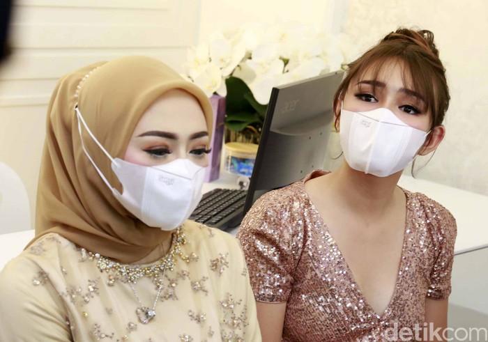Amanda Manopo saat ditemui di sebuah acara pembukaan klinik di Bogor, Jawa Barat, Minggu (18/04/2021)