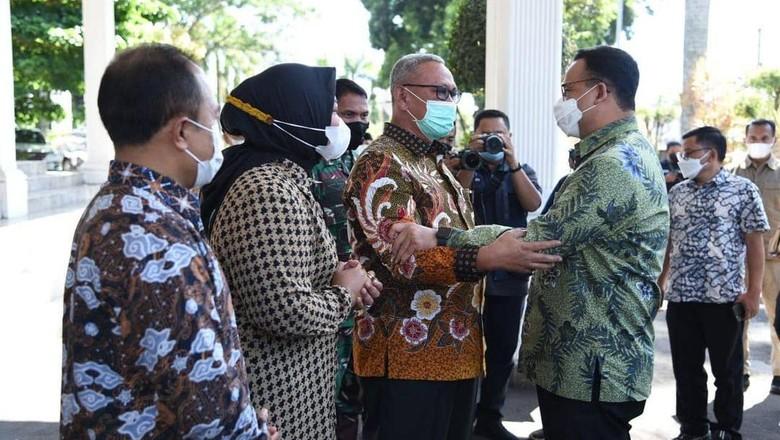 Anies Baswedan bertemu Bupati Kuningan Acep Purnama, Minggu (18/4).