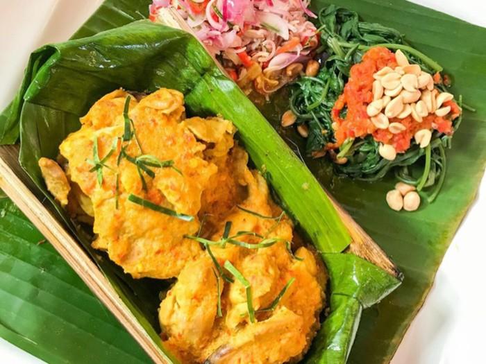 Ayam Betutu Bakar Bambu