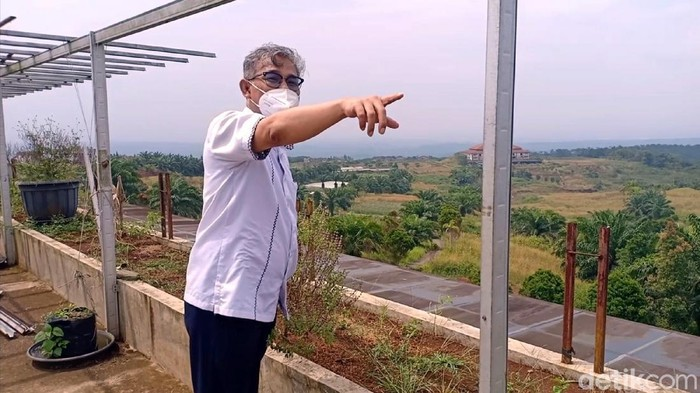 Budiman Sudjatmiko di Calon Lokasi Bukit Algoritma, di Cikidang, Kabupaten Sukabumi
