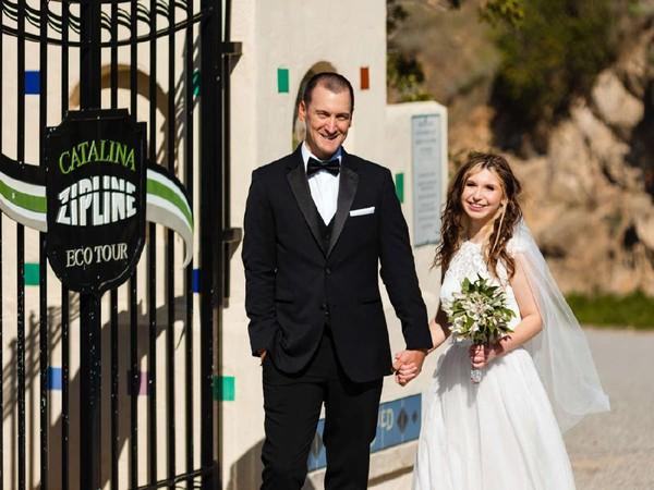 Mulai 12-14 Mei 2021, empat pasangan yang beruntung bisa menikah di Pulau Catalina dengan beberapa pengalaman menarik. Mulai dari menginap di Hotel Atwater yang indah, makan malam ikonik, hingga terbang di atas pemandangan laut.(The Catalina Island Company)