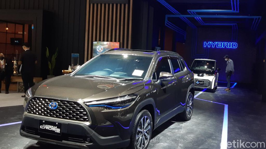 Corolla Cross Hybrid Impor dari Thailand, Sandiaga Uno: Kapan Produksi di RI?