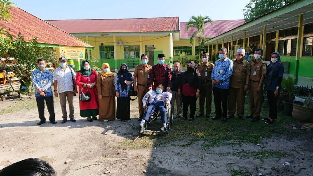 DPRD Jambi Beri Bantuan Kursi Roda untuk Siswa Penyandang Disabilitas