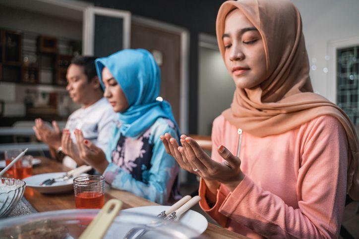 Komedian Singapura Sindir Influencer Nonmuslim yang Puasa demi Konten