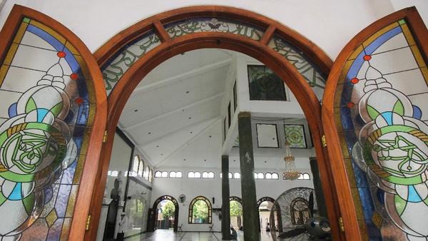 Masjid Rahmat, Surabaya, Jawa Timur. Masjid yang terletak di Jalan Kembang Kuning tersebut merupakan salah satu masjid tua di Surabaya dan peninggalan Sunan Ampel. ANTARA FOTO/Didik Suhartono.