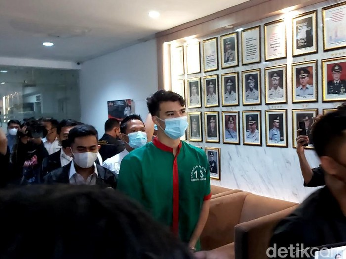Jeff Smith saat dirilis di Polres Jakarta Barat, Senin (19/4/2021)