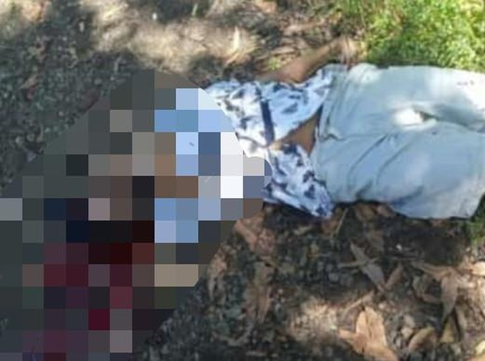 Seorang pemuda di Pasuruan dikepruk dengan bondet oleh orang tak dikenal saat makan. Korban mengalami luka parah di bagian kepala.