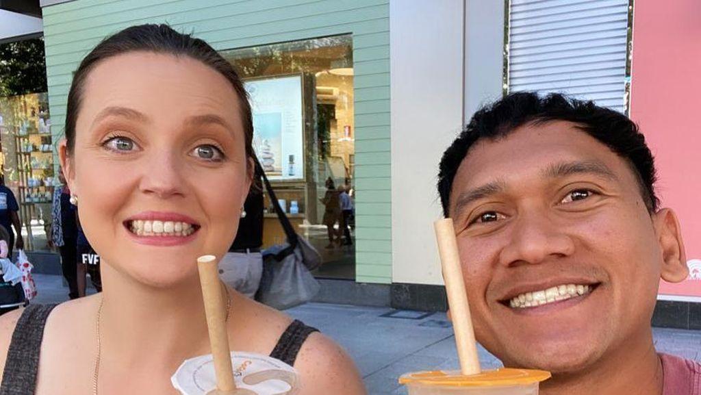 10 Momen Manis Pria Asal Jember yang Viral Menikahi Bule Australia