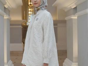 Buttonscarves Rilis Koleksi Hari Raya Serba Putih, Tren Baju Lebaran 2021