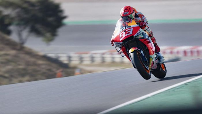 PORTIMAO, PORTUGAL - APRIL 18: Marc Marquez of Spain and Repsol Honda Honda lifts the front wheel  during the MotoGP of Portugal - Race at Autodromo Internacional Do Algarve on April 18, 2021 in Portimao, Portugal. (Photo by Mirco Lazzari gp/Getty Images)