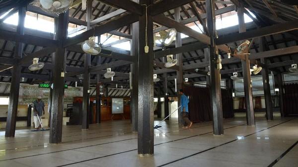 Situs sejarah Masjid Indrapuri berkontruksi kayu dan kubahnya berbentuk piramida itu merupakan bekas istana dan candi kerajaan Hindu Lamuri abad ke-12 Masehi di Aceh. ANTARA FOTO/Ampelsa.