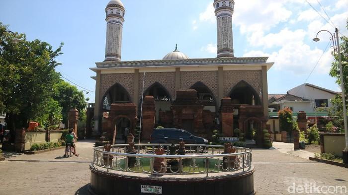 Masjid Jami At Taqwa di Desa Loram Kulon, Kecamatan Jati, Kudus, Senin (19/4/2021).