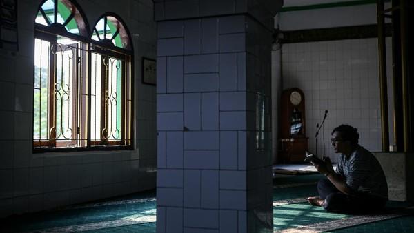 Masjid ini didirikan tahun 1576 Masehi dan menjadi sentra penyebaran Islam di Tangerang. ANTARA FOTO/Fauzan