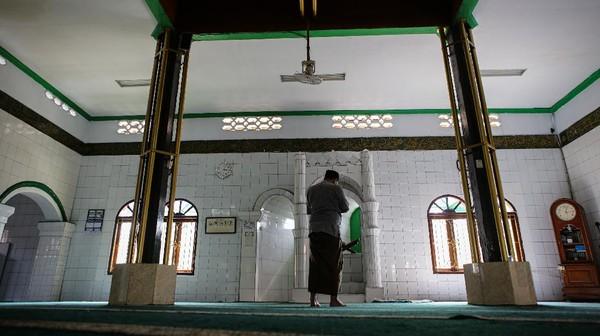 Masjid Kalipasir tersebut merupakan masjid tertua di Kota Tangerang. ANTARA FOTO/Fauzan
