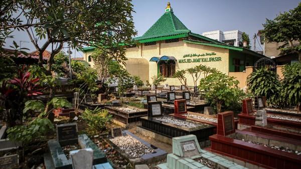 Suasana Masjid Kalipasir, Kota Tangerang, Banten, Senin (19/4/2021). ANTARA FOTO/Fauzan